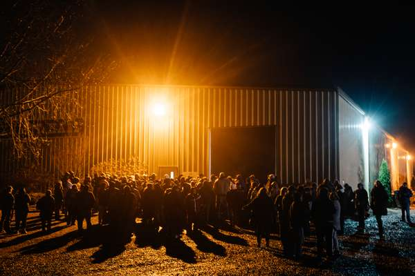 La longue file d'attente, en pleine nuit, devant le local qui va accueillir les équipes duRAM (Remote Area Medical, Médecine en zone rurale), le 2 mars à Harrisonburg (Virginie).